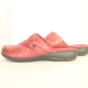 Clarks Women's 10M  Mules Red Leather Slip On